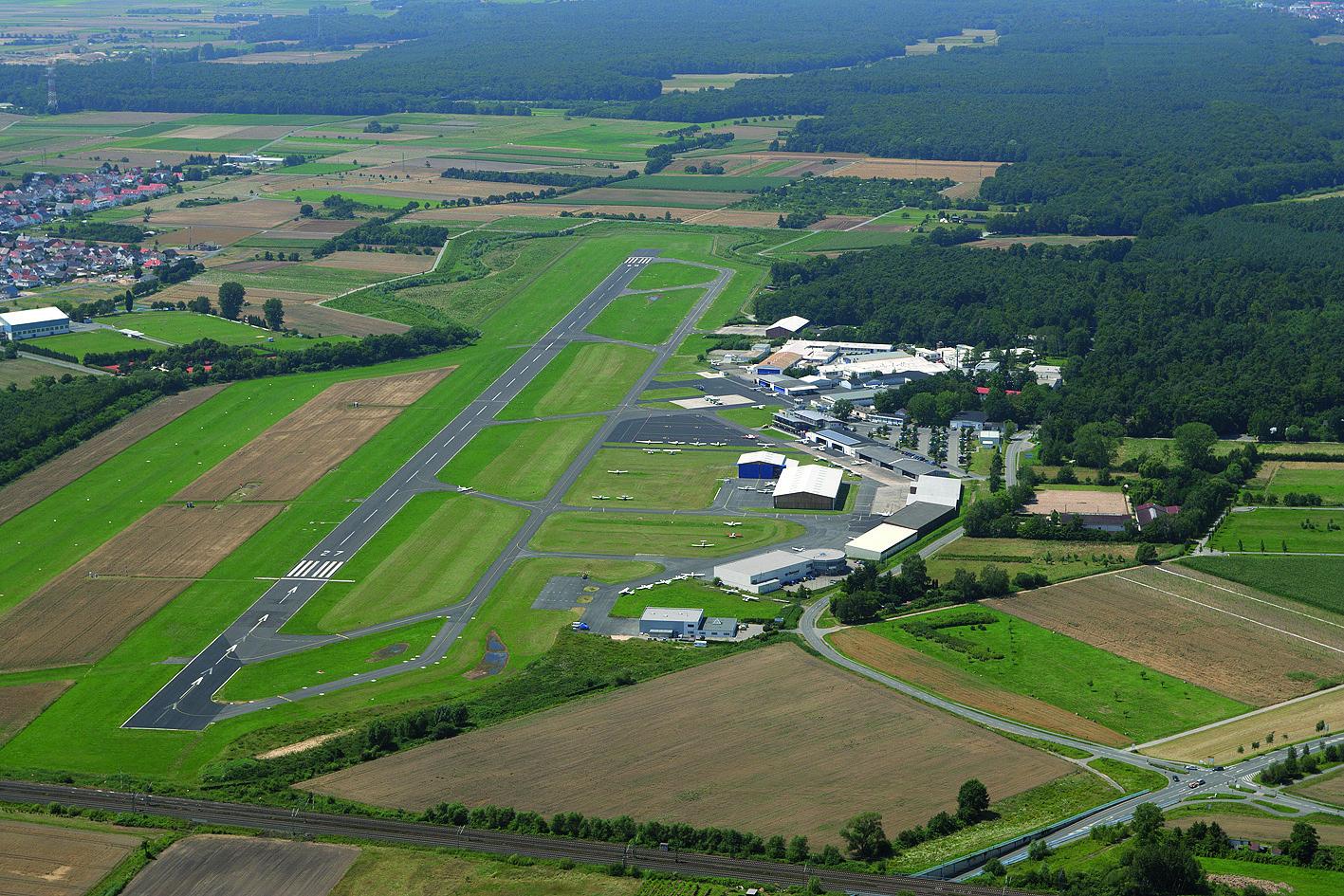 Der Flugplatz Egelsbach liegt südlich von Frankfurt
