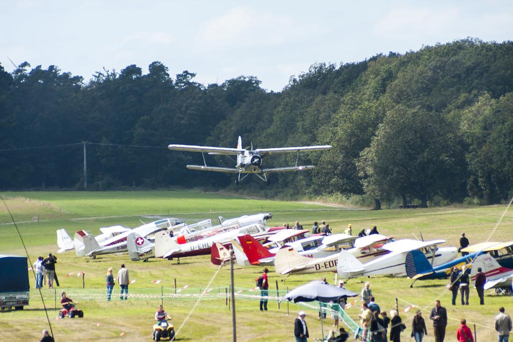Motorkollaps und Pilotenpatzer in der Schweiz: Antonov An-2 crasht in der Umkehrkurve