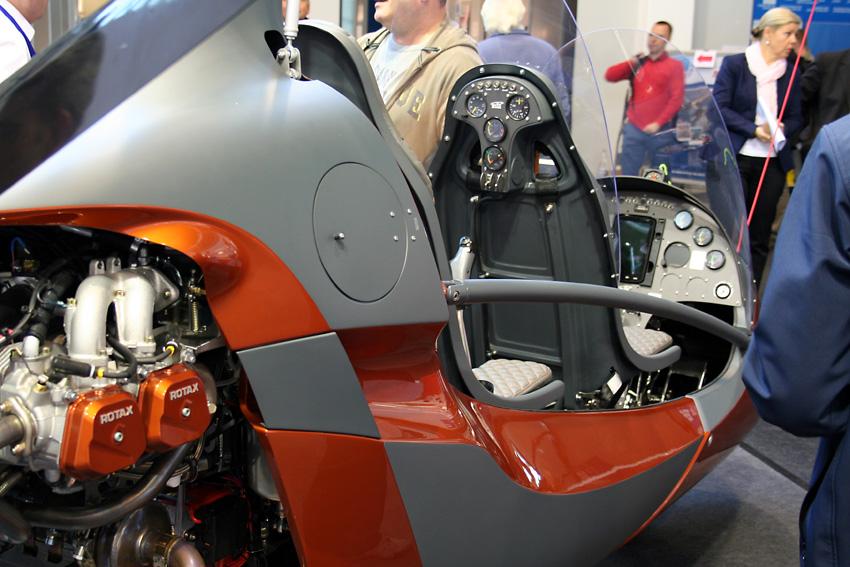 Wertig: Neuer Rotorkopf, ein zweites Cockpit für den hinteren Sitz, Bügel an der Seite - nur ein paar der zirka 100 Verbesserungen