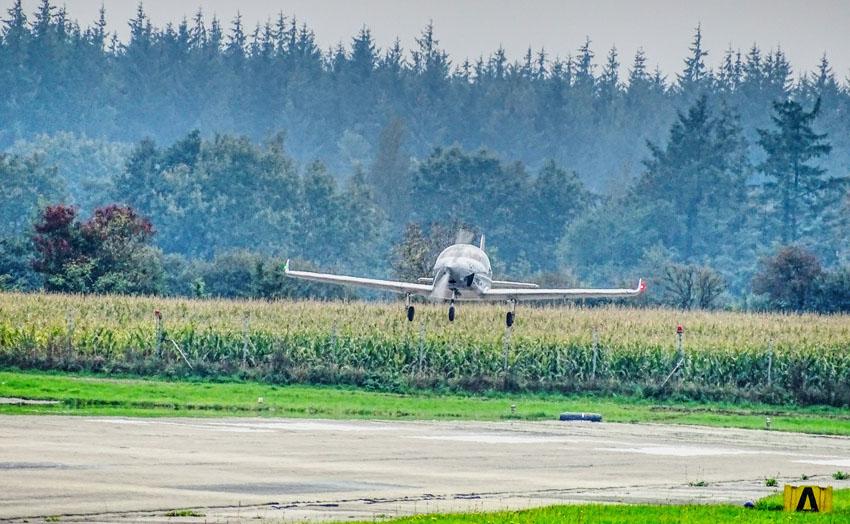 Klar zur Landung: Der Breezer Sport schwebt nach seinem Erstflug wieder ein