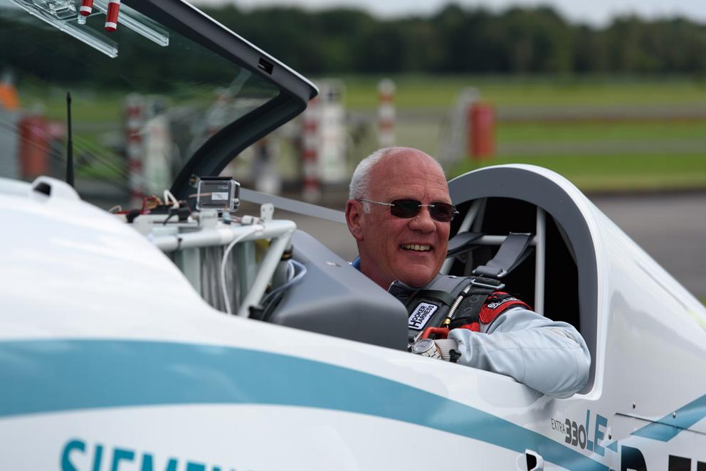 Alles lief nach Plan: Ein zufriedener Walter Extra nach der Landung