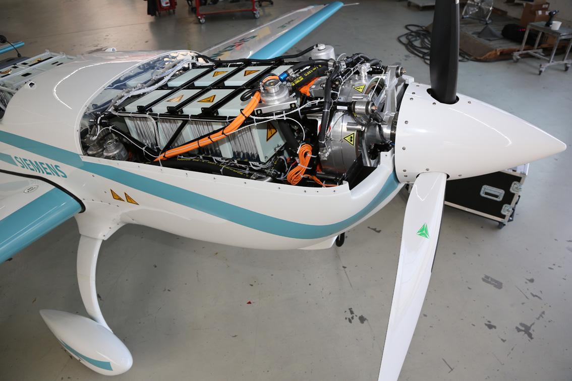 Kraftpaket: Angetrieben wird die Extra 330LE von einem Siemens-Elektromotor mit 250 Kilowatt Leistung