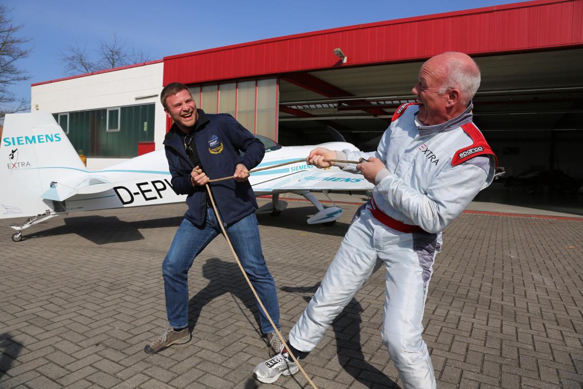 Sportlich: Jona Keimer (links) und Walter Extra machen auch am Boden eine gute Figur