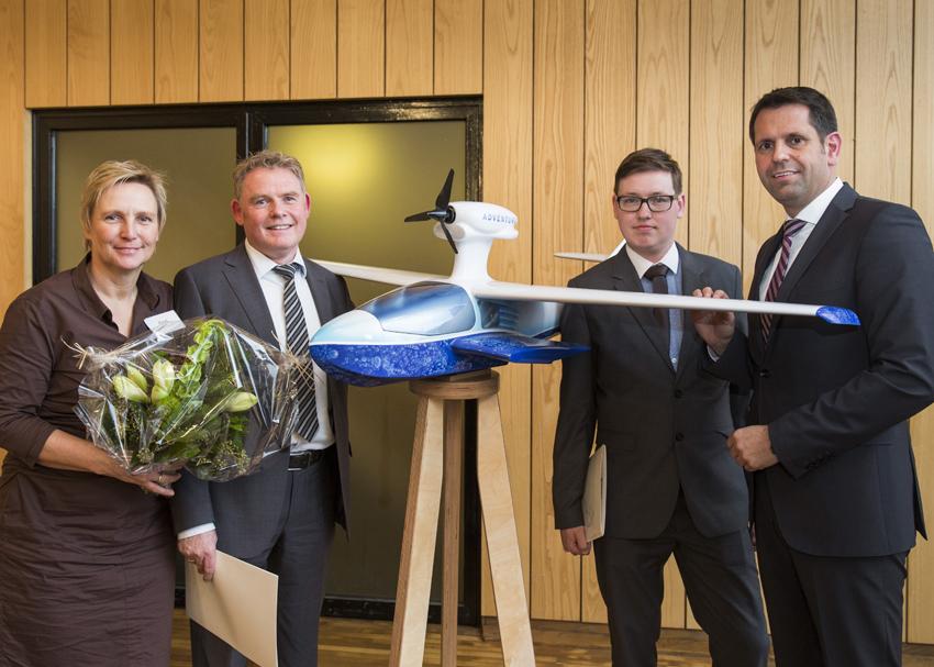 Durchstarter: Elke und Helmut Rind (links) mit dem Modell des Flywhales