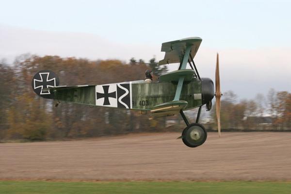 Flug in die Vergangenheit mit dem Oldtimer-Replikat der Fokker Dr. I