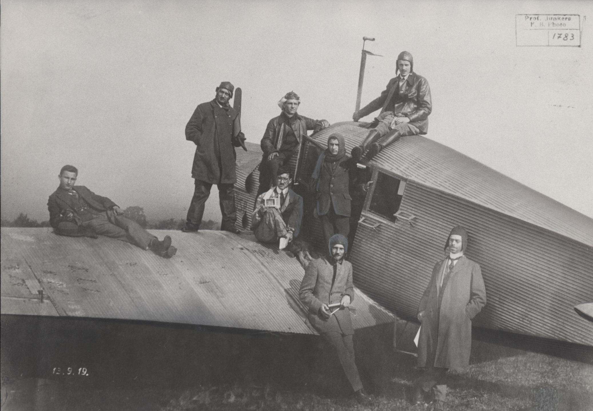 Mit sieben Personen an Bord flog die F13 am 13. September 1919 in Dessau einen Höhen-Weltrekord bis auf 6750 Meter.