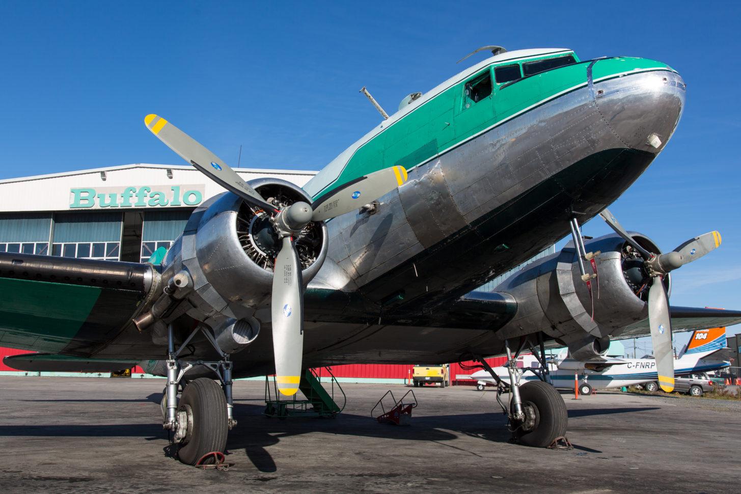 Mit mehreren solcher DC-3 versorgt Buffalo Airways den Norden Kanadas
