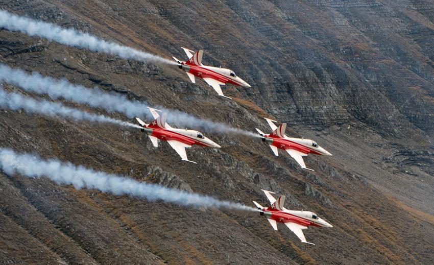 Im Anflug: Patrouille Suisse, hier mit Jets des Typs F-5 Tiger