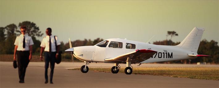 Neu: Schulflugzeug Piper Pilot 100