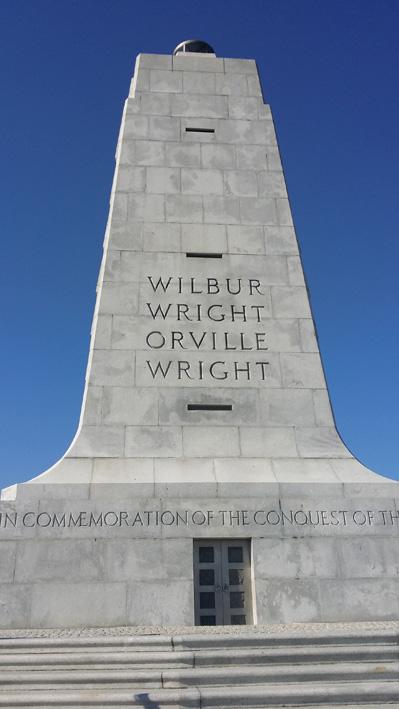 Zum Gedenken: Ehrenmal der Wright-Brüder in Kill Devil Hills in North Carolina, USA