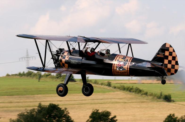 """Stammgast beim Barnstormers BBQ: Die Boeing Stearman """"Old Crow"""" von Hans Nordsiek aus den Niederlanden"""