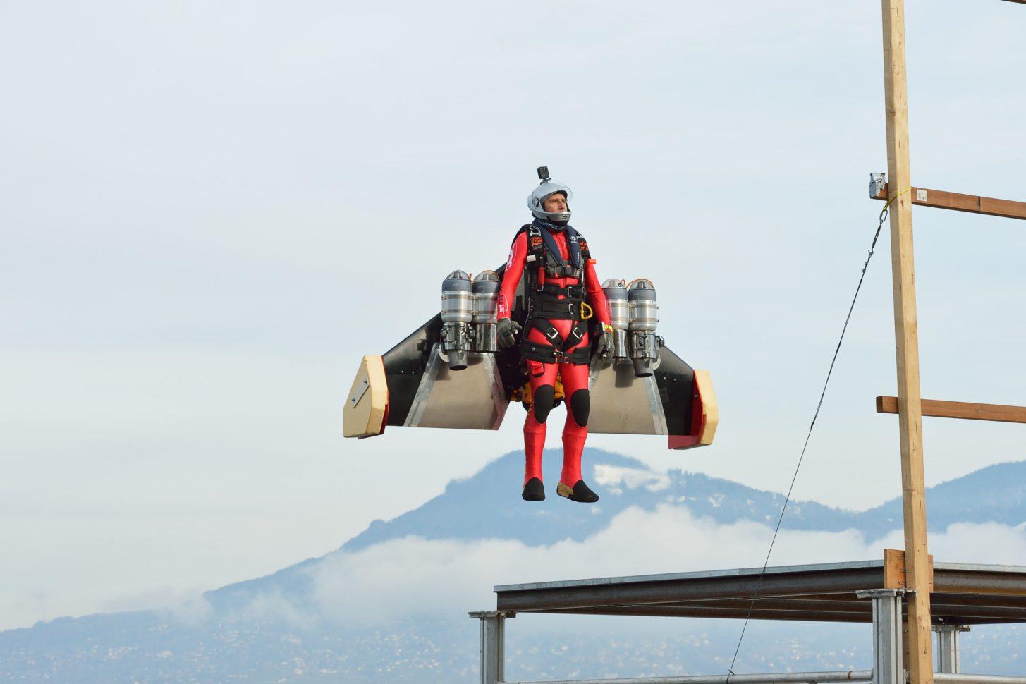 Jetman Yves Rossy und die Startplattform