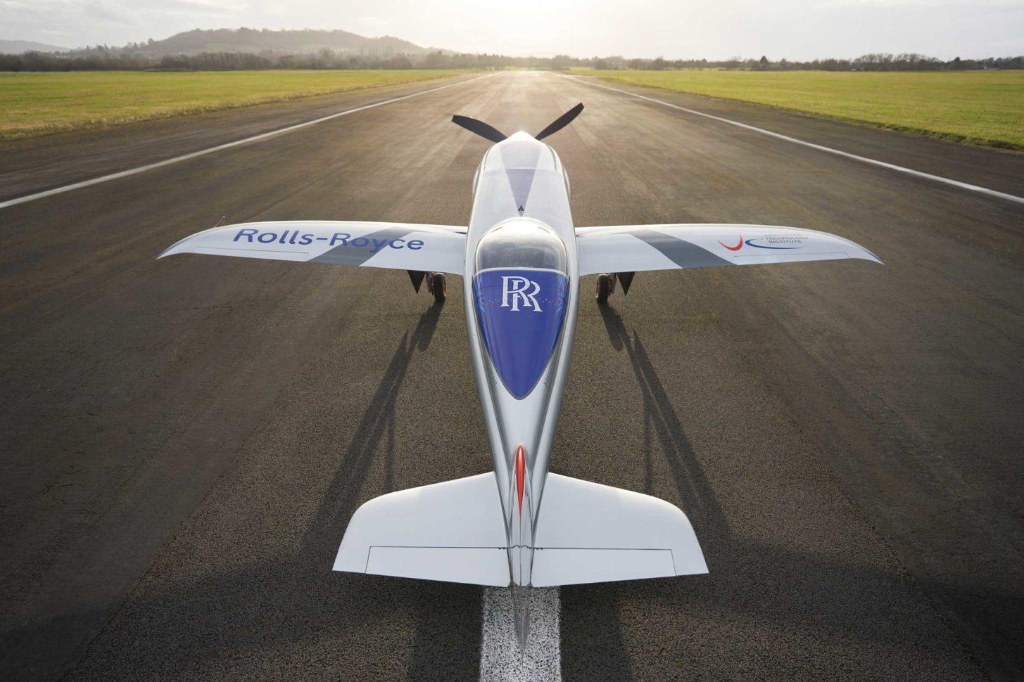 Elektroflug-Racer von Rolls-Royce absolviert Rolltests